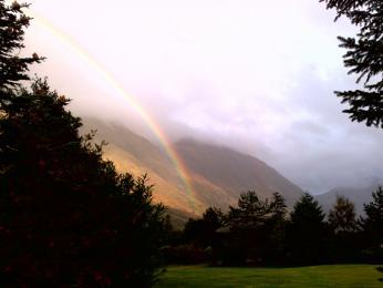 Déšť je ve Skotsku sice častý jev, ale jakmile pomine, vykouzlí na obloze nádhernou duhu