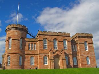 Hrad vInverness,  hlavním městě Skotské Vysočiny