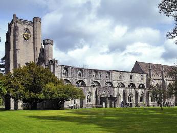 Majestátní katedrála Dunkeld ze14.století
