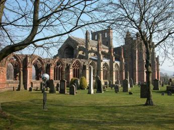 Opatství Melrose Abbey z 12. století