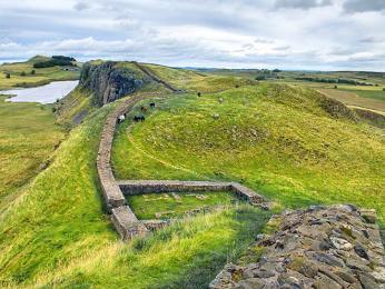 Hadriánův val odděloval někdejší Pictavii od zbytku Británie