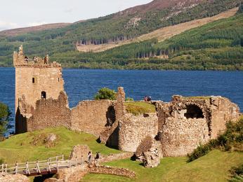 Hrad Urquhart býval ve středověku rozsáhlou pevností