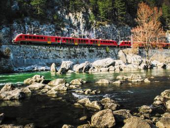 Moderní vlaková souprava slovinské železničníspolečnosti