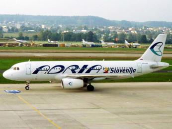 Jedno zletadel národní slovinské letecké společnosti Adria Airways