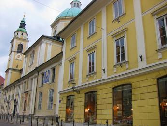 Biskupský palác je renesanční palác sarkádovým nádvořím