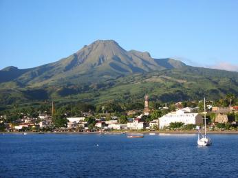 Stratovulkán Mount Pelée se roku 1902 otřásl ničivou erupcí