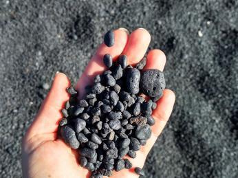 Drobné sopečné kamínky se odborně nazývají lapilli