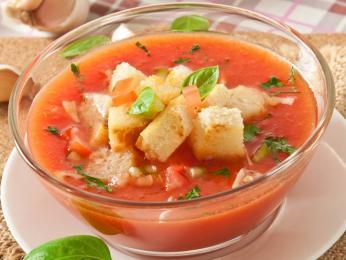 Hustá studená zeleninová polévka gazpacho