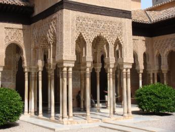 Přepychová výzdoba paláce Alhambra