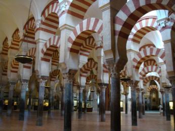 Maurské oblouky mešity v Córdobě