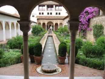 Zahrady v paláci Alhambra