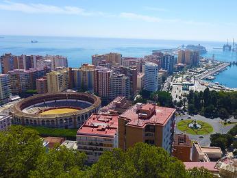 Malága je přístavní město na Slunečném pobřeží