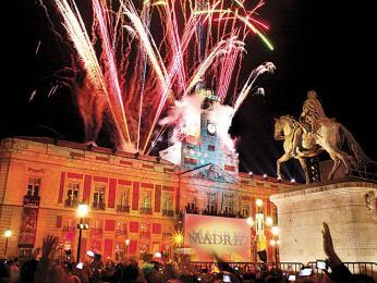 Oslavy Nového roku na náměstí Puerta de Sol vMadridu