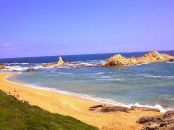 Pláž Pregonda na ostrově Menorca