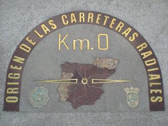 Ukazatel nultého kilometru zasazený vdlažbě na náměstí Puerta del Sol