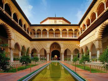 Krásný maurský palác Alcazár vSevilla býval sídlem mnoha monarchů