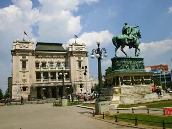 Náměstí republiky vBělehradě dominuje Národní divadlo