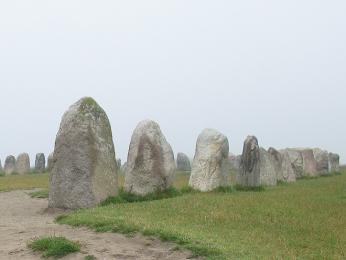 Ales stenar na pobřeží moře nedaleko Ystadu