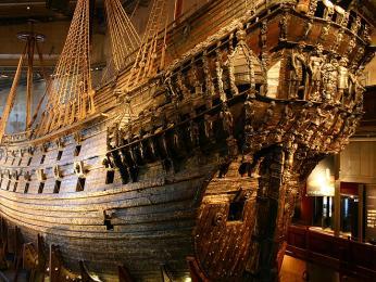 Muzeum Vasa sexpozicí vraku válečné lodi, která byla poprvé a naposledy spuštěna na vodu roku1628