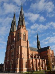 Gotická katedrála vUppsale svěžemi vysokými téměř 120metrů
