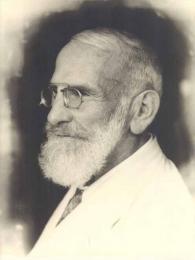 Lékař Maximilian Bircher-Benner, který vymyslel müsli