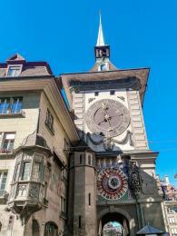 Astronomické hodiny Zytglogge vBernu pochází zroku1530