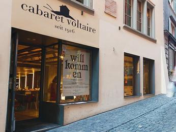 V curyšské kavárně a baru Cabaret Voltaire vzniklo hnutí dada