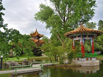Část parku Zürichhorn je upravena jako čínská zahrada