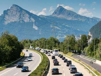 Švýcarská dálniční známka má platnost jeden rok