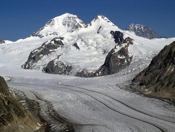 Pohled zvrcholuEggishorn na Aletschský ledovec