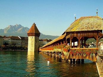 Nejstarší dřevěný most vEvropě asymbol Lucernu - Kapellbrücke