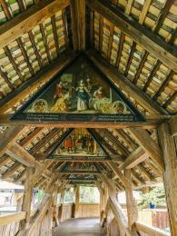 Malby na dřevěných deskách známého mostu Kapellbrücke vLucernu