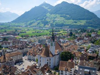 Pohled na Schwyz, hlavní město stejnojmenného švýcarského kantonu