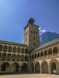 Vnitřní nádvoří barokního paláce Stockalperschloss vBrigu