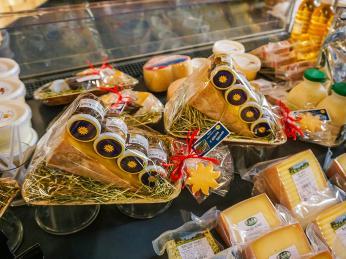 Švýcarské suvenýry, to jsou hlavně sýry, čokoláda, marmelády alikéry