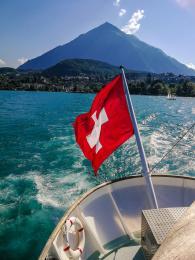 Plavba po Thunském jezeře svyhlídkou na horu Niesen