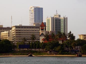 Moderní zástavba vDar es Salaamu