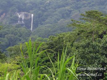 Vodopády v NP Udzungwa, kde se nachází také naleziště drahých kamenů