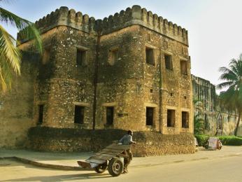 Ománská pevnost zkorálového kamene