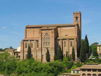 Vkostele San Domenico žila jako dominikánská jeptiška Kateřina Sienská