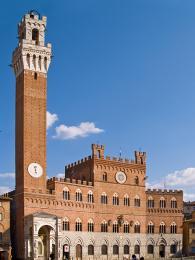 Dominantou náměstí Piazza del Campo je palác Palazzo Pubblico