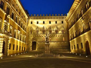 Palazzo Salimbeni je sídlem Monte dei Paschi di Siena, nejstarší fungující banky světa