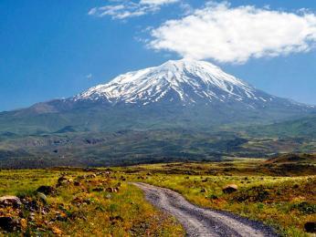Posvátná hora Ararat již leží na území dnešního Turecka