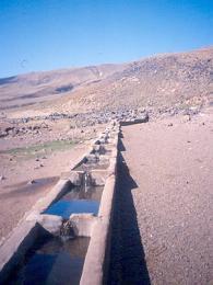 Těžký život v Kurdistánu - pramen je jediným zdrojem vody pro vesnici Serim Bayir na svazích sopky Nemrut