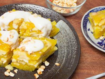 Banh chuoi je sladký banánový koláč skondenzovaným mlékem