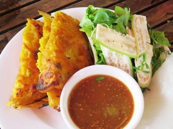 Placičky banh khoai jsou specialitou města Hue