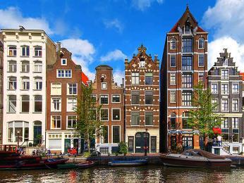 Typicky holandská architektura vAmsterdamu