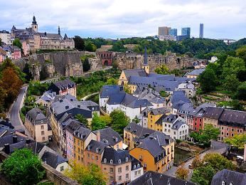 Pohled na Lucemburk v oblasti kolem řeky Pétrusse