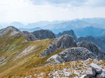 Rozeklaný hřeben vápencového pohoří Komovi