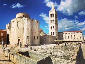 Nejcennější památkou Zadaru je byzantský chrám sv. Donáta